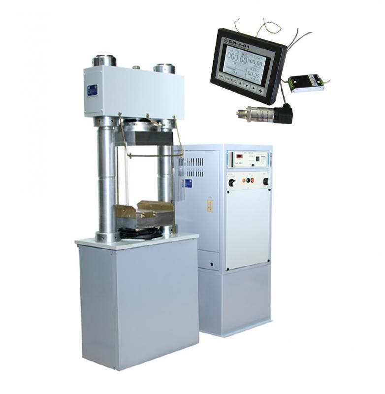<p>Испытательный пресс состоит из: нагружающего устройства (силовая рама вертикального исполнения с нижним расположением гидроцилиндра), пульта с насосной установкой и системы измерения.</p> <p>Нагружающее устройство состоит из основания, траверсы, двух вертикальных резьбовых колонн, гаек, шаровой опоры, рабочего цилиндра, нижней плиты и поршня.</p> <p>Устройство предназначено непосредственно для деформирования и разрушения образцов. Для уменьшения погрешности в машине есть функция регулировки клапана противодавления.</p> <p>Пресс имеет ручное управление и оснащен современной системой измерения<strong>СИ-У-01</strong>. Она предназначена для измерения параметров испытания образцов на нагружающих устройствах испытательных машин серии ИП-1. Для измерения нагрузки используется датчик давления.</p> <p><strong>СИ-У-01</strong>также может быть установлена на испытательные машины типа ИП-1 прежних выпусков взамен имеющейся системы измерений.</p>